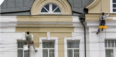 Фасад будівлі в Львові